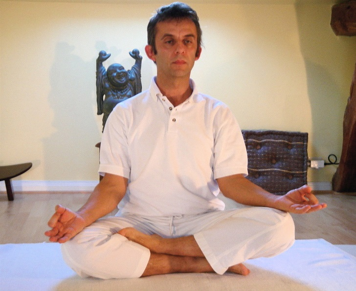 Crossed legs (Sukhasana) yoga asanas